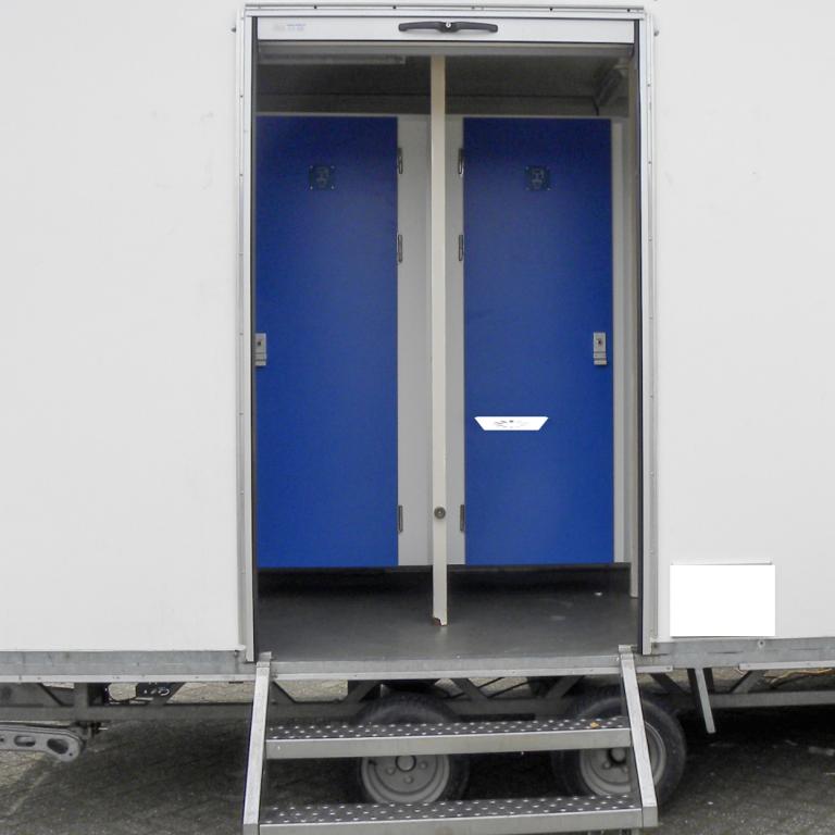 toiletwagen-klein-gescheiden-ingangen-2x-dames-1x-heer-2x-urinoir-excl.-transport-8267